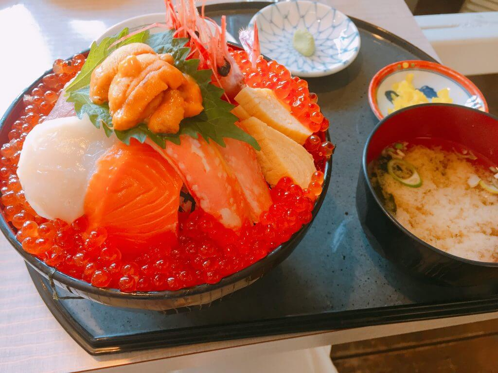 函館山丼【朝市食堂 二番館】